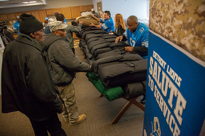 Detroit Lions give coats to vets in need | Southwest Solutions